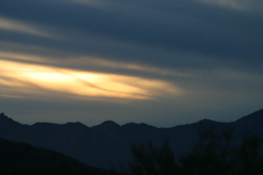 Sunset behind the clouds from South Mountain summit (140mm, f/5.0, 1/320 sec, ISO 400)<!--CRW_1867.CRW-->